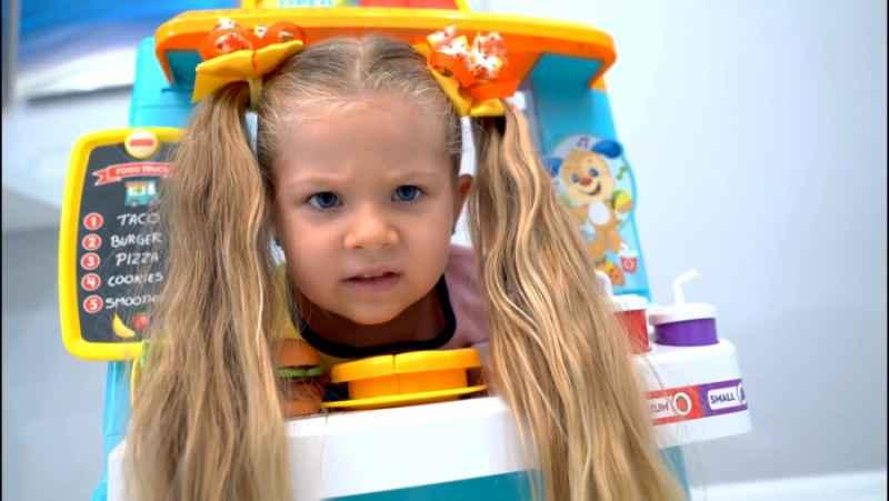 دیانا و روما پرنسس خانم و بداخلاقیاش و عروسکای هیجان انگیز قدیمی 26 دی HD