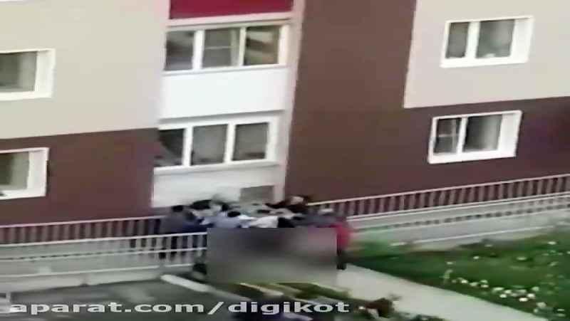 نجات ساکنان خانه در حال سوختن