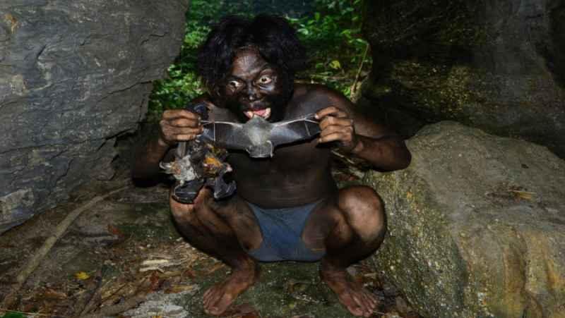 شکار خفاش از داخل غار و پختن سوپ خفاش | (دست سازه های صحرایی 82)