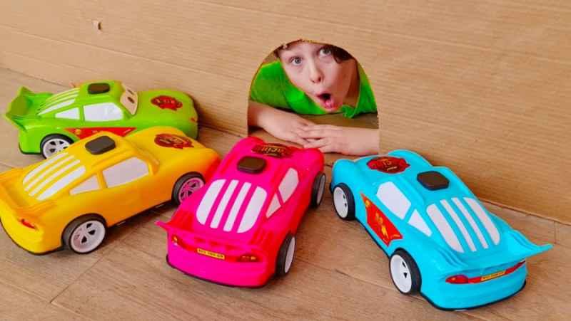 آدریانا شو جدید - داستان های سرگرم کننده با ماشین های اسباب بازی برای بچه ها